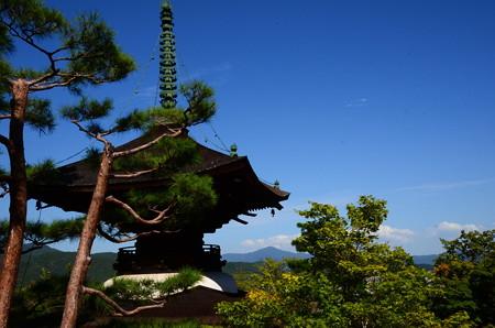多宝塔と比叡山