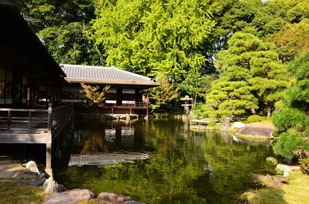 池に映る滴翠軒