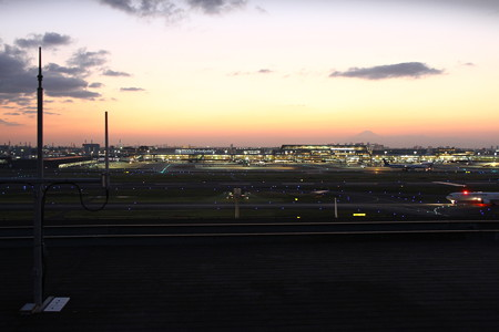 滑走路の夕陽2
