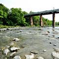 親鼻橋を渡る西武鉄道直通列車