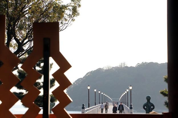 八百富神社拝殿より竹島を拝む