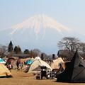キャンプテントと富士山