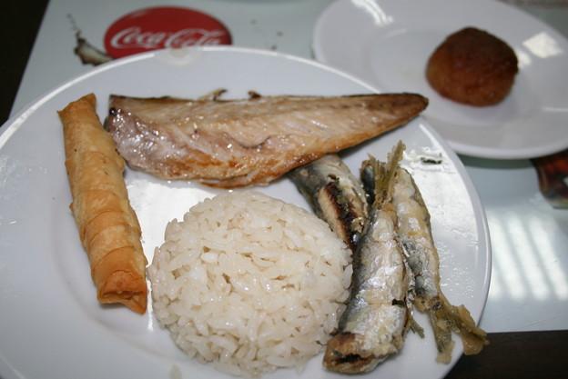 チャナッカレ 焼きサバとカタクチイワシの揚げ物