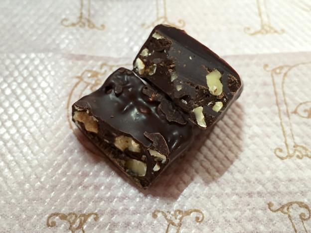 『森永チョコレート』の「カカオ70×くるみ」05