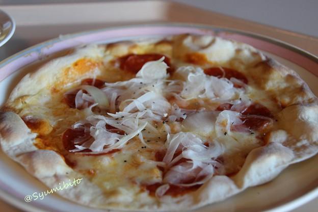 サラミとオニオンのピザ (蔵王ライザにて)