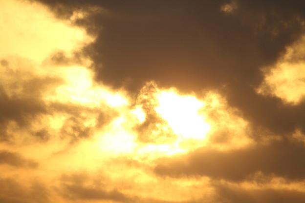 写真: 光る雲