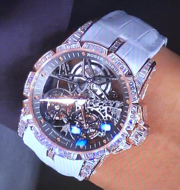 pretty nice 50f3b e8cf3 動画】GACKTのロジェ・デュブイの腕時計(6000万円)に「芸能人 ...