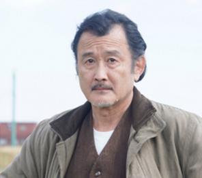 吉田鋼太郎が探偵役で映画「嘘を愛する女」に出演!キャスト、あらすじが公開!