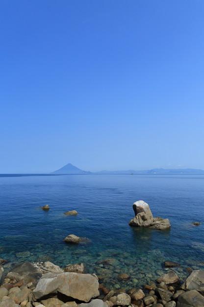 佐多岬から望む開聞岳