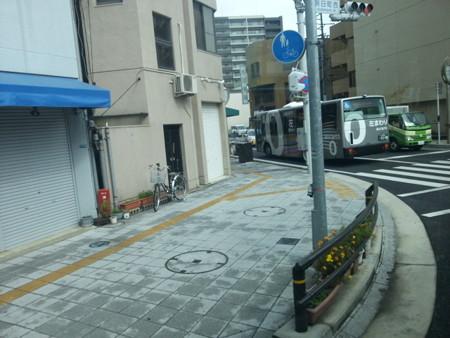 20141021_122841 みぎまわり循環線バス - 朝日町西交差点