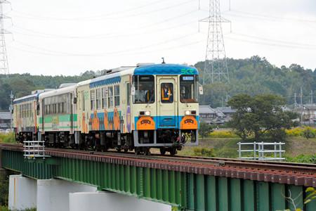 杣川きょうりょうをわたる信楽高原鉄道の列車 - 2014.10.20(あさひ)