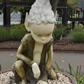 Photos: 河口湖ミューズ館前、与勇輝作の人形