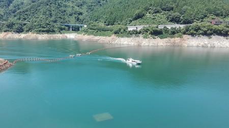 宮ケ瀬湖の観光船