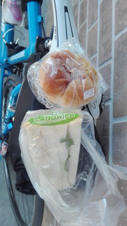 うぐいすアンパンとサンドイッチ