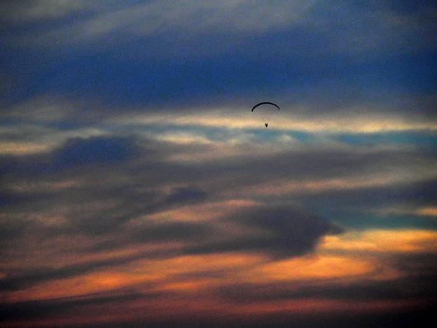 モーターパラグライダーの夕暮れ (2)