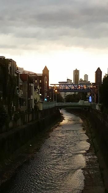 Photos: 夕暮れの川のある街