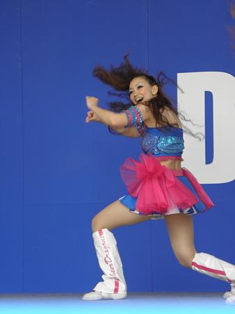 080 元気に、力強くダンス!