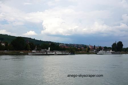 ドナウ川 ドナウ川クルーズ、良かったです。 ウィーンから出ているクルーズ船なども... メルクー