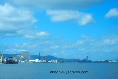 博多港を出る
