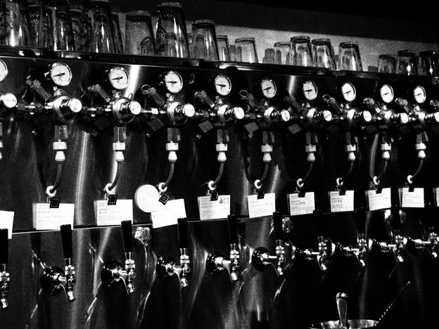 写真: Beer server