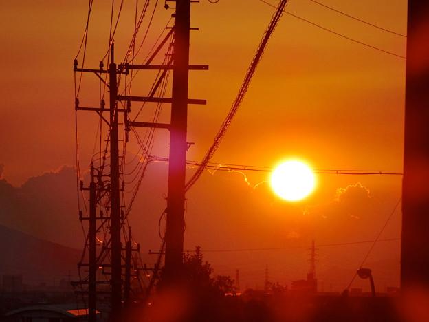 夕日と電柱のシルエット