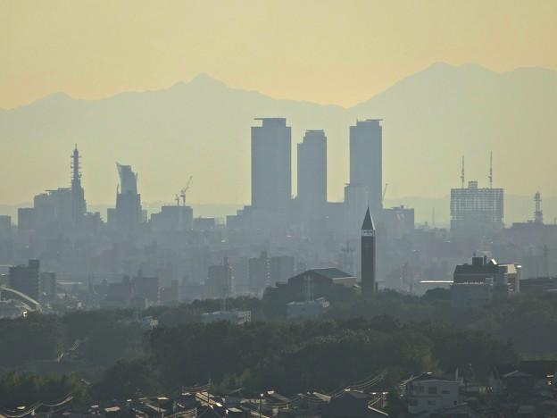 写真: スカイワードあさひ No - 033:展望室からの眺め(名駅ビル群と金城学院大学)