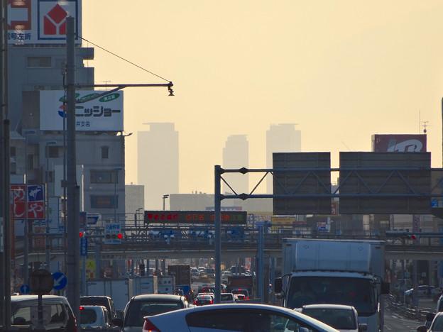 写真: 春日井市内・国道19号沿いから見える名駅ビル群 - 1