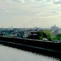 写真: 東海道本線車内から見えた、名港トリトン - 1