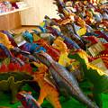 写真: 大高緑地に「ディノアドベンチャー名古屋」がプレオープン! - 92:コース入口にある施設(店舗で売られてる恐竜の人形)