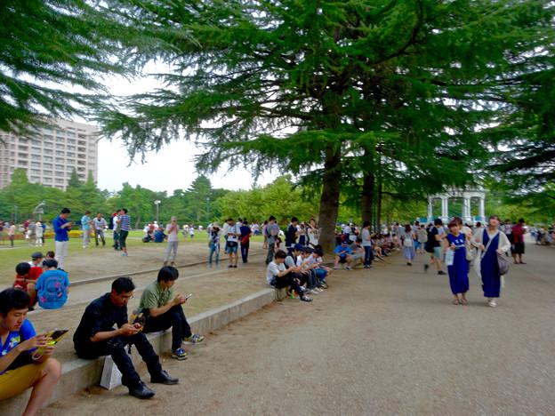 ポケモンGoをする人でごった返す鶴舞公園(2016年7月31日) - 16