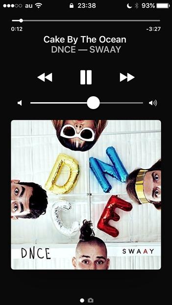 iOS 10:再生中と停止中でアルバムアートの大きさが変わるように変更 - 3(ロック画面、再生中)