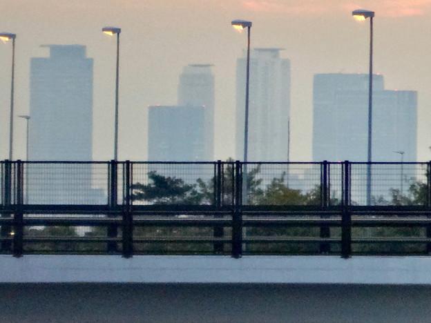 中央道上に架かる陸橋越しに見えた、名駅ビル群 - 6