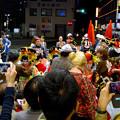 大須大道町人祭 2016:夜の花魁(おいらん)道中 - 13(休憩&着付け等直し中)