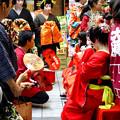 大須大道町人祭 2016:夜の花魁(おいらん)道中 - 19(休憩&着付け等直し中)