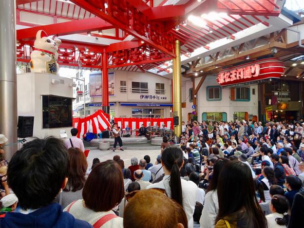 大須大道町人祭 2016 No - 2:大勢の人がいた招き猫広場
