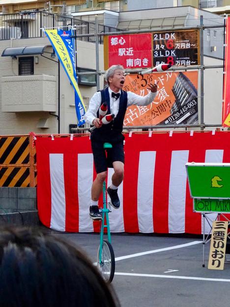 大須大道町人祭 2016 No - 50:面白ジャグラー「三雲いおり」さんのパフォーマンス