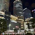 写真: ミッドランドスクエアの出入り口から見上げた、夜の名駅ビル群 - 1