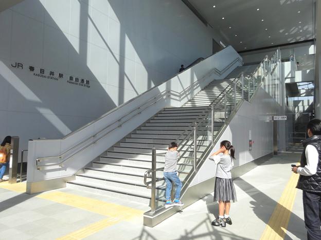 写真: 今日からリニューアルオープンした新・JR春日井駅 - 27:南口の階段