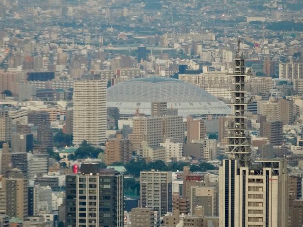 ミッドランドスクエア「スカイプロムナード」から見た景色(夕方) - 48:ナゴヤドームとNTTドコモ名古屋ビル