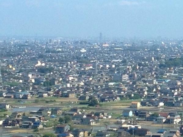 ツインアーチ138展望階から見た景色(2012年6月撮影)- 2:ナゴヤドームとザ・シーン城北
