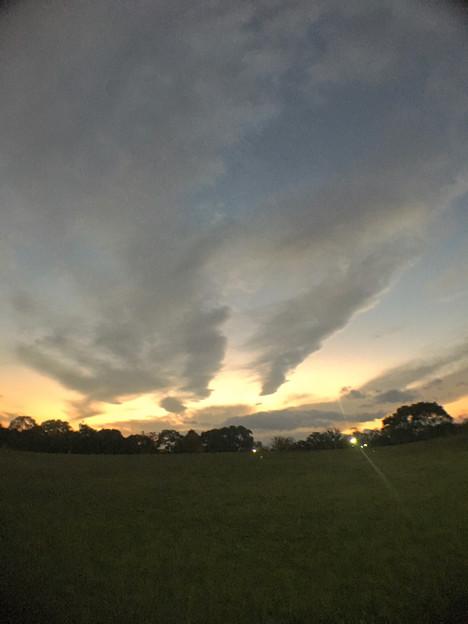 広角レンズ付けて撮影した夕焼け空と雲 - 2