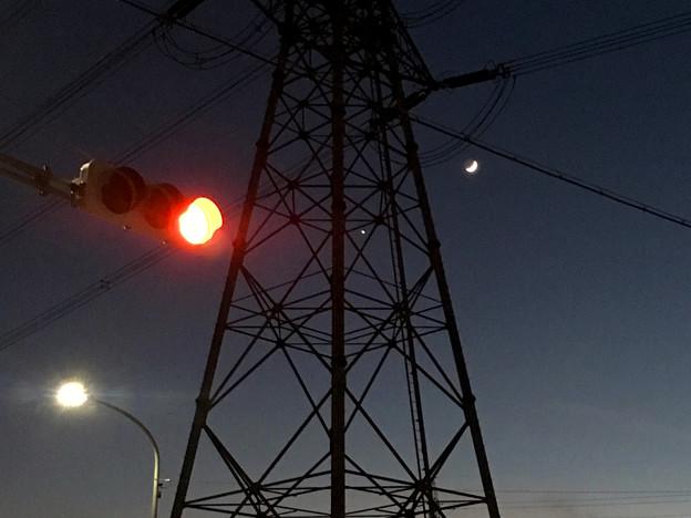 iPhoneで撮影した、三日月と並んで輝く「宵の明星」(金星) - 7