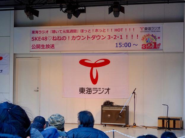 アスナル金山:東海ラジオ「SKE48 ねねの!カウントダウン3・2・1!!!」の公開生放送を待つ人たち - 2