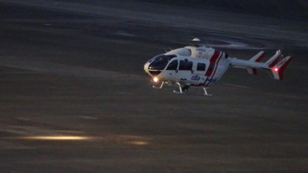 写真: 県営名古屋空港に着陸するヘリコプター - 4
