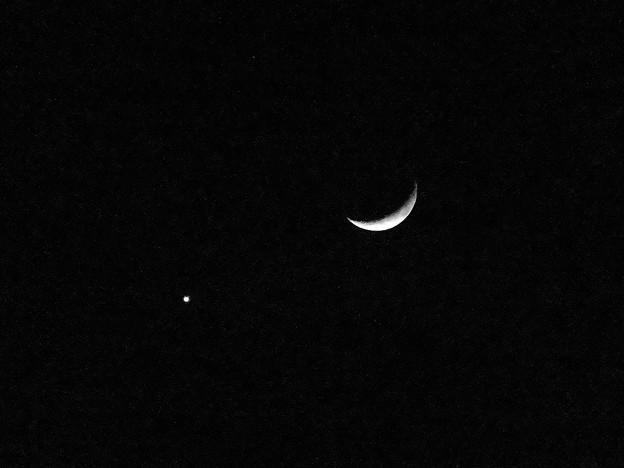 並んで輝く月と金星(2017年1月2日) - 1