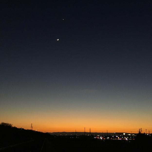 並んで輝く月と金星 - 2