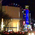 写真: 大津通から見た、ビル越しの夜のサンシャインサカエ観覧車とドンキホーテのイルミネーション - 2