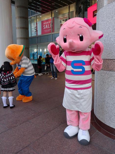 OLD NAVY名古屋栄店の跡地にドラッグストアがオープン! - 5:佐藤製薬のマスコット「サトちゃん」と「サトコちゃん」