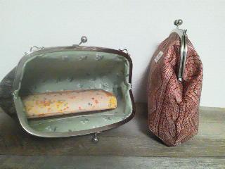 ポケットは片側にひとつ。長財布は空の状態でギリギリなのでオススメ...