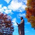 写真: 大仏様も秋満喫